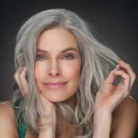 This is a way to restore the color of gray hair