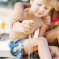 To the beach with a child: what to bring?