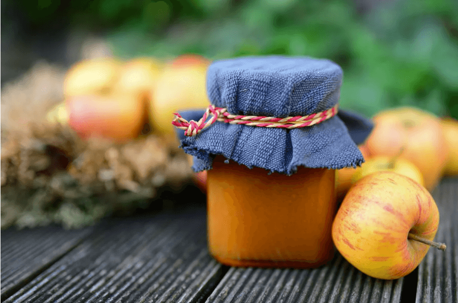 How to cook delicious and fragrant apple jam
