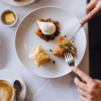 These 7 life hacks will help you eat a smaller portion of food faster